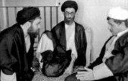 روایت هاشمی رفسنجانی از مشکلات بر سر راه کاندیداتوری آیت الله خامنهای در انتخابات ریاست جمهوری