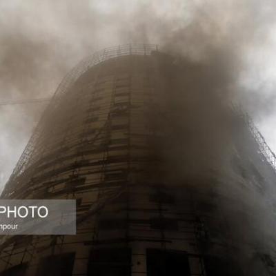 ساختمان نیمهکاره هتل آسمان شیراز همچنان میسوزد