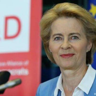 وزیر دفاع آلمان استعفا میدهد