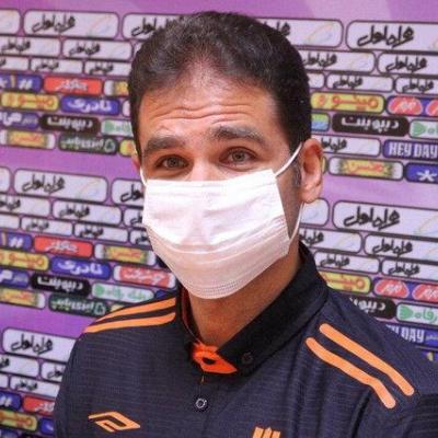صادقی: بازی در هوای بوشهر بسیار دشوار است/ روی بی تجربگی مدافعمان گل خوردیم