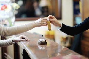 قیمت هتل ها آزاد نشده/ «ارز» از معاملات رسمی هتل ها کنار گذاشته گردید