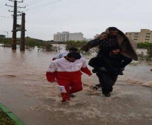 سیل پرند خسارت جانی نداشته است/نجات ۳۰ نفر از سیلاب