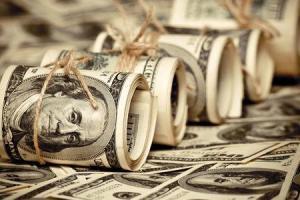 دولت در بازار ارز موضع گیری کند